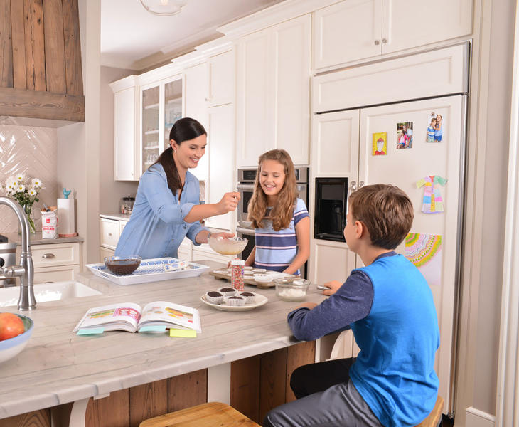 Homepage Family in Kitchen